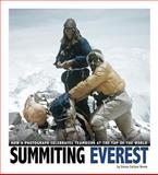 Summiting Everest, Emma Carlson Berne, 0756547903